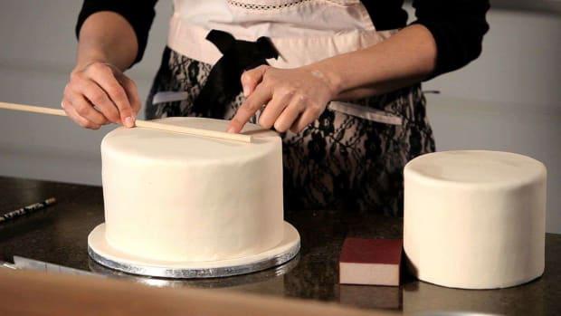 E. How to Assemble a Wedding Cake Promo Image