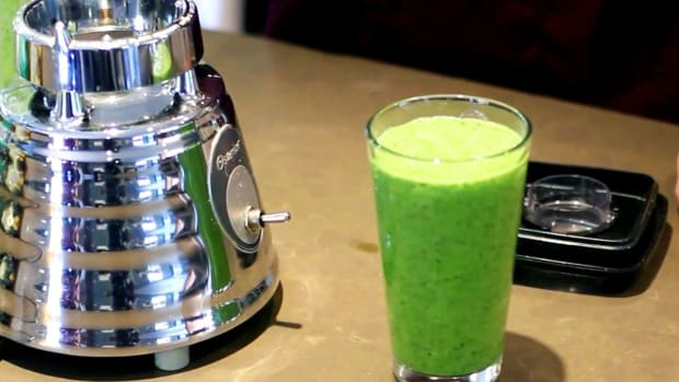 ZD. How to Make a Green Smoothie for a Raw Food Diet Promo Image