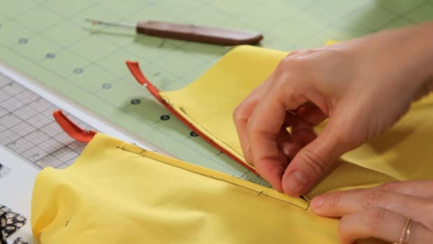 Q. How to Sew a Centered Zipper with a Sewing Machine Promo Image