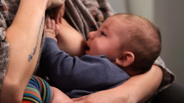ZG. How to Find Easy Breastfeeding Clothes Promo Image