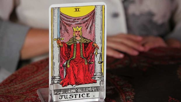 ZB. How to Read the Justice Tarot Card Promo Image