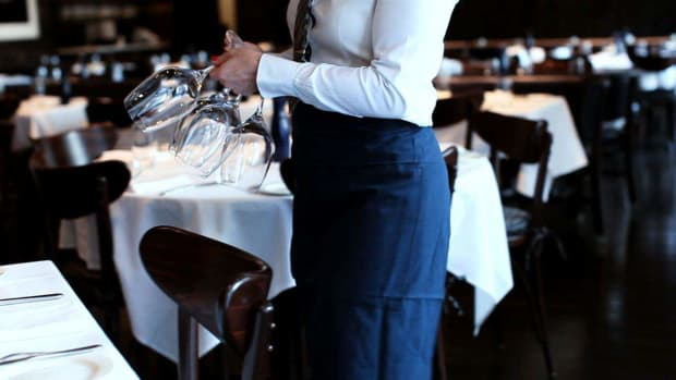 ZC. How to Hire Restaurant Waitstaff Promo Image