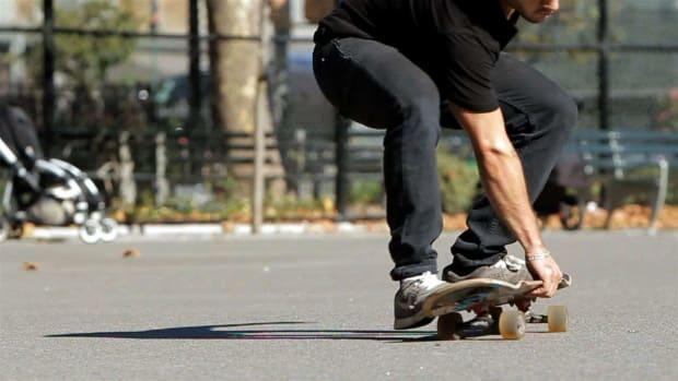 Q. How to Do a 360 Boneless on a Skateboard Promo Image
