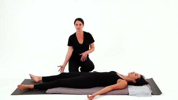 R. How to Give a Diagonal Stretch Shiatsu Massage Promo Image