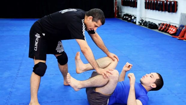 ZW. How to Do Advanced Passing the Open Guard MMA Techniques Promo Image
