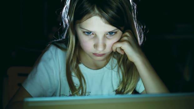 ZM. 4 Key Signs of Internet Addiction Promo Image