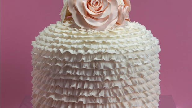 L. How to Make Buttercream Icing for a Cake or Cupcakes Promo Image