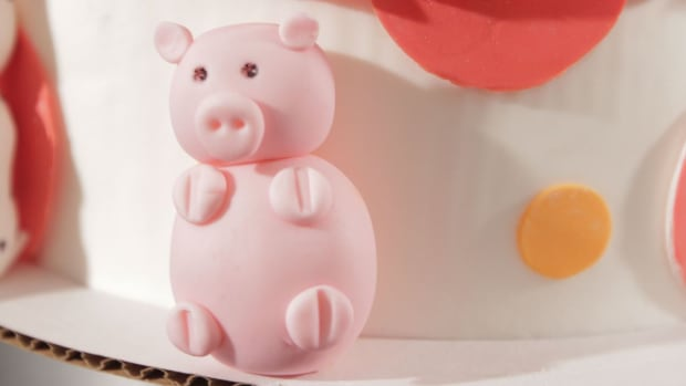 ZA. How to Make a Fondant Pig Promo Image