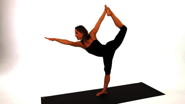 ZA. How to Do a Dancer's Yoga Pose (Natarajasana) Promo Image