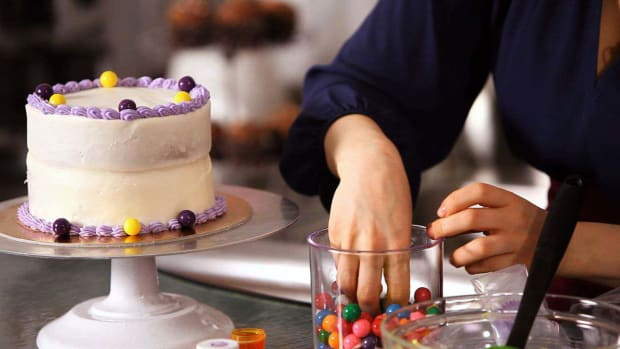 ZH. How to Decorate a Birthday Cake with Candy Promo Image