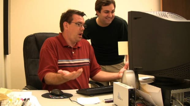 G. How to Play a Fake Desktop Prank on a Co-Worker Promo Image