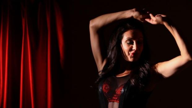 W. Easy Burlesque Dancing Routine Pt. 1 Promo Image