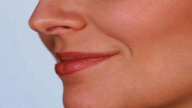 G. How to Do Your Lip Makeup like Jennifer Aniston Promo Image