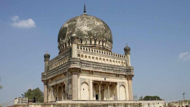 D. Best Time to Visit Hyderabad Promo Image
