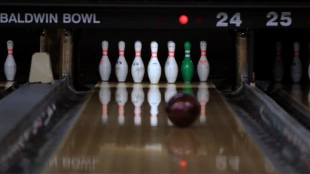 ZC. How to Shoot a 10 Pin / Bowl a Strike Promo Image