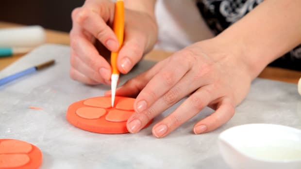F. Lesson 6: Create Fondant Food Garnishes Promo Image