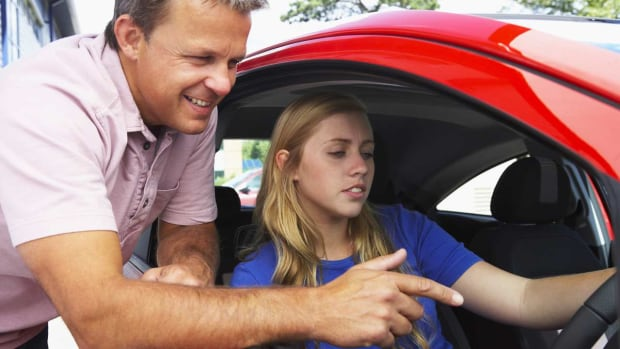 ZE. How to Pick a Driving School Promo Image