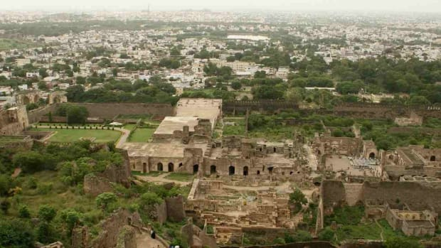 B. Top 8 Places to Visit in Hyderabad Promo Image