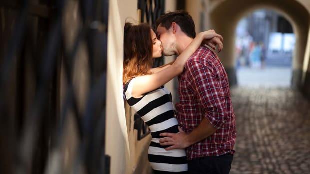 Q. Top 4 Kissing Tips Promo Image