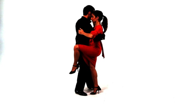 ZH. How to Do a Leg Wrap in the Argentine Tango Promo Image