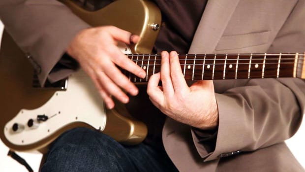 ZZ. How to Play Trills & Finger Tap in Rock in Fingerstyle Guitar Promo Image