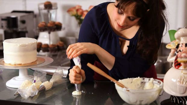 I. 6 Basic Piping Techniques for Cake Decorating Promo Image