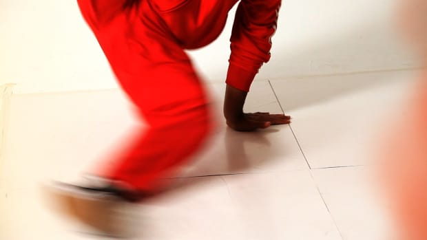 ZI. How to Do a New York Flare in Break Dancing Promo Image