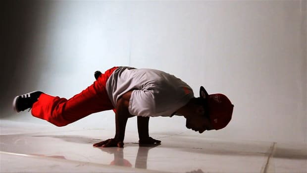 Z. How to Do a Turtle Freeze to Elbow Freeze in Break Dancing Promo Image