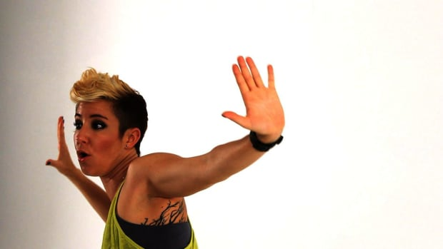 ZH. How to Do the Hip-Hop Hooray Arms Dance Move Promo Image