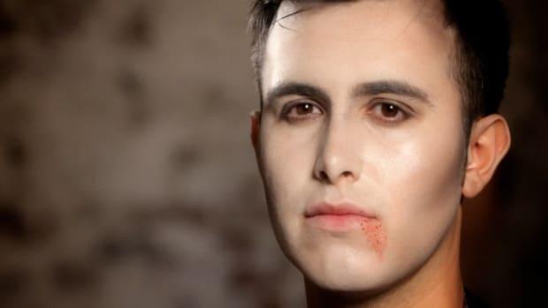 R. How to Do Vampire Lip Makeup Promo Image