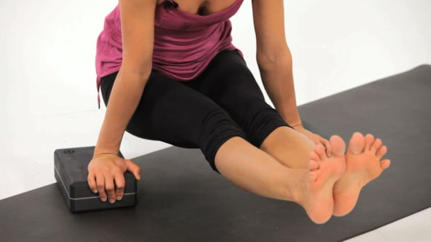 Q. How to Do a Telasana Core Strengthening Yoga Exercise Promo Image