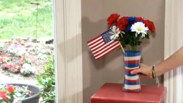 S. How to Make a 4th of July Centerpiece Decoration Promo Image