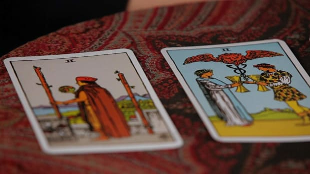 ZN. How to Read the Twos Tarot Cards Promo Image