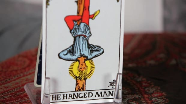 ZC. How to Read the Hanged Man Tarot Card Promo Image