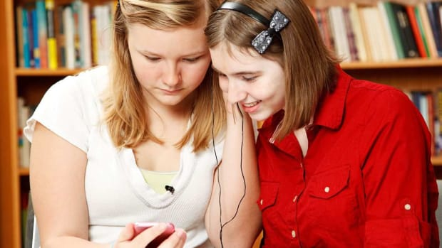 ZS. Should Students Be Allowed to Listen to Music during Class? Promo Image