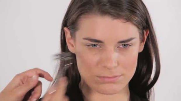 K. How to Use an Eyelash Curler Promo Image