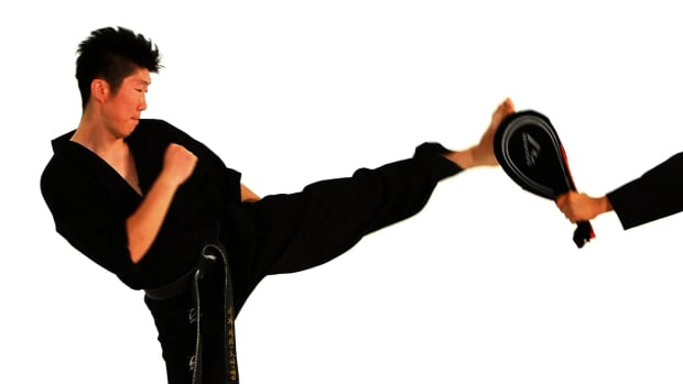 R. How to Do a Hop Step Roundhouse Kick in Taekwondo Promo Image