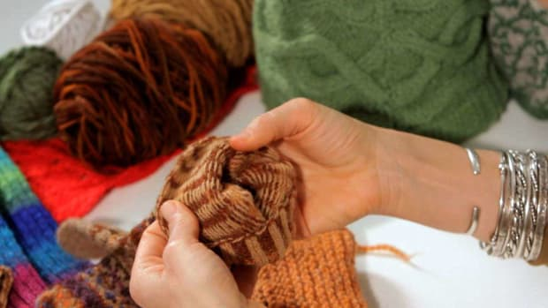 ZL. How to Weave in Ends in Knitting Promo Image
