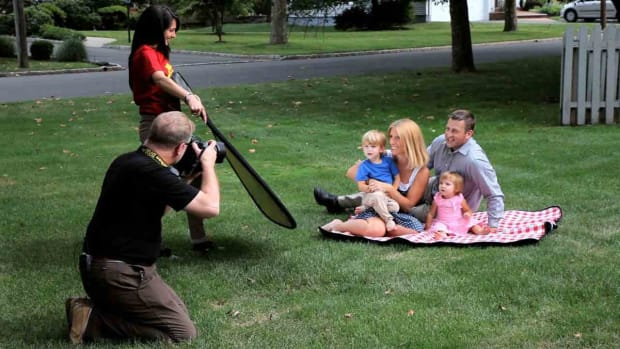 Q. How to Shoot Family Portraits Outdoors Promo Image