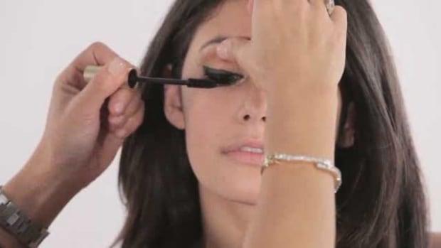 B. How to Apply Mascara Promo Image