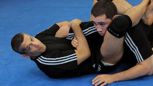 ZN. How to Do a Baratoplata from a Triangle Choke MMA Submission Promo Image