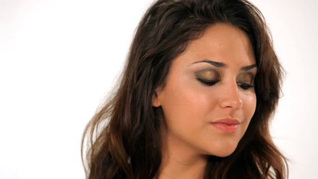 W. How to Do a Sultry Smokey Eye Promo Image
