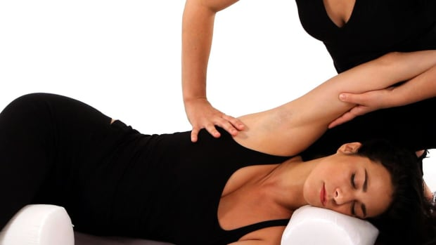 S. How to Give a Shiatsu Massage to Person Lying on Their Side Promo Image