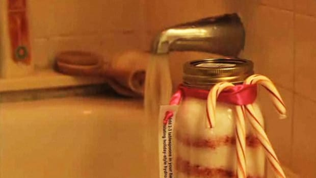 A. How to Make Candy Cane Bath Salts Promo Image