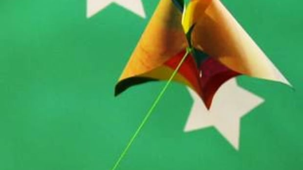 ZQ. How to Make a Simple Paper Kite Promo Image