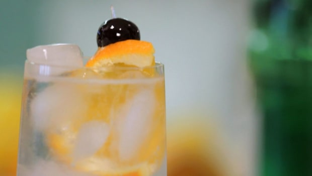 R. How to Make a Tom Collins aka Gin Fizz aka Silver Gin Fizz Promo Image