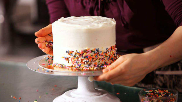 ZD. How to Decorate a Cake with Sprinkles Promo Image