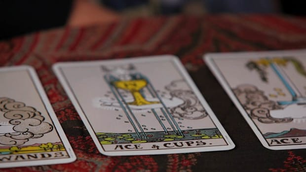 ZM. How to Read the Aces Tarot Cards Promo Image