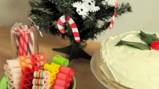 N. How to Decorate a Christmas Cake Promo Image