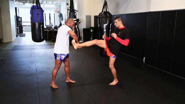 ZH. How to Defend against the Push Kick in Muay Thai Kickboxing Promo Image